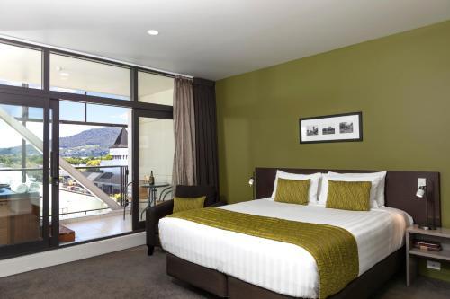 Кровать или кровати в номере Quest Rotorua Central Apartment Hotel