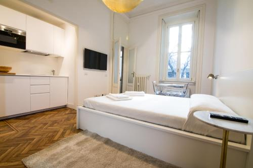 A bed or beds in a room at Brera Design and Bright Flat