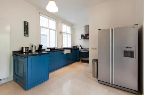 A kitchen or kitchenette at Canal View Apartments Marite