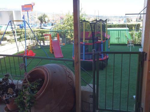 Детская игровая зона в Petsas Apartments