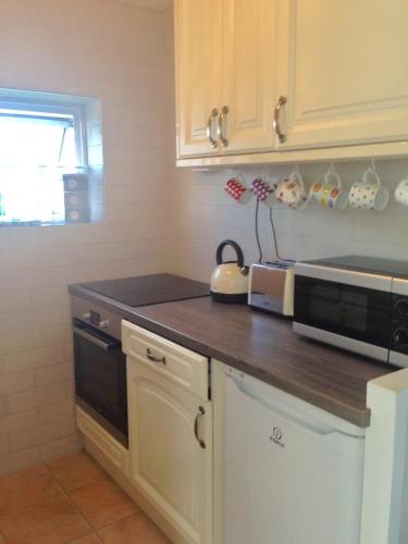 A kitchen or kitchenette at Seabreeze