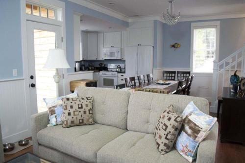 A seating area at Impawsible Dream Three-Bedroom Home