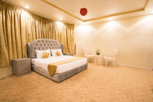 A bed or beds in a room at Al Raha Rotana Hotel Apartments