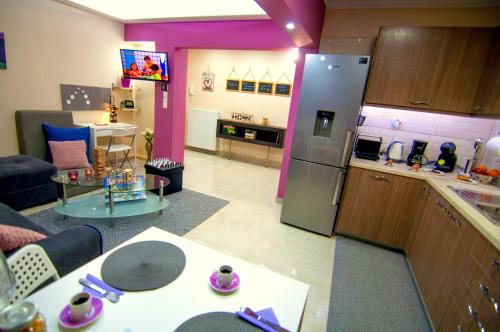 A kitchen or kitchenette at Sweet and luxury Center ArtFlat