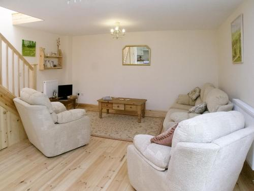 A seating area at Peartree Cottage