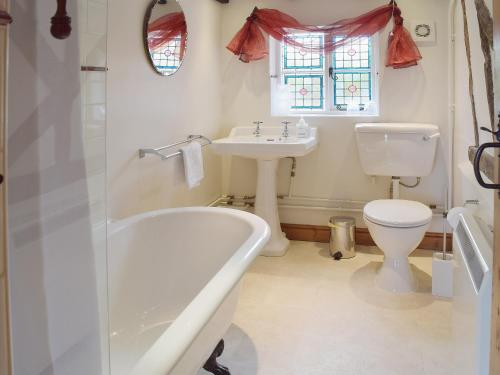 A bathroom at Thimble Cottage