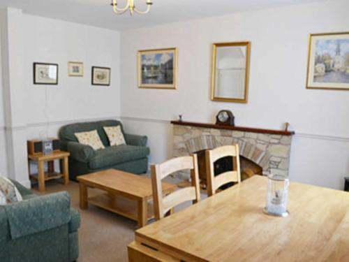 A seating area at Tweed Cottage
