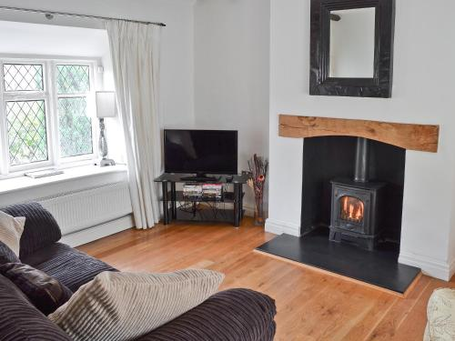 A television and/or entertainment centre at Lilac Cottage