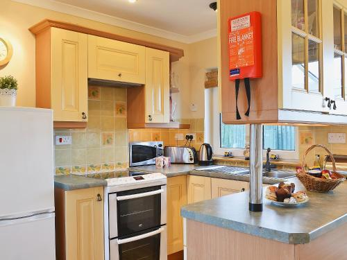 A kitchen or kitchenette at Isle View