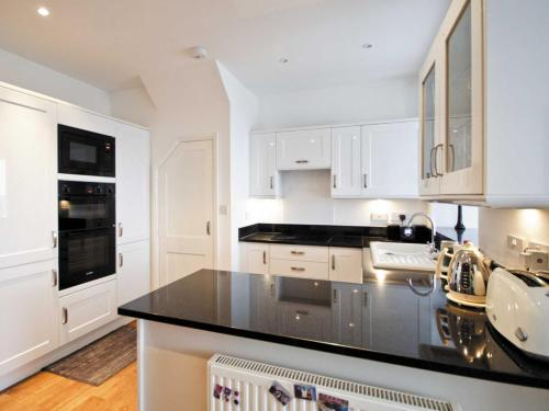 A kitchen or kitchenette at Estuary View
