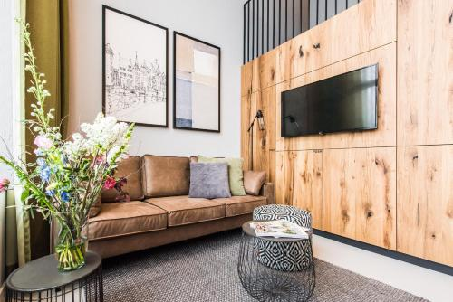 A seating area at Short Stay Group Eastern Docklands Apartments