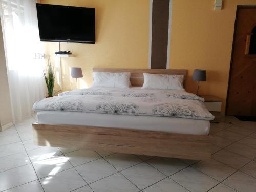 Ein Bett oder Betten in einem Zimmer der Unterkunft Apartment Mona
