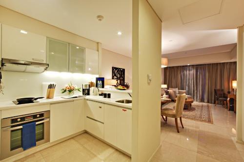 A kitchen or kitchenette at Joy~Nostalg Hotel & Suites Manila Managed by AccorHotels