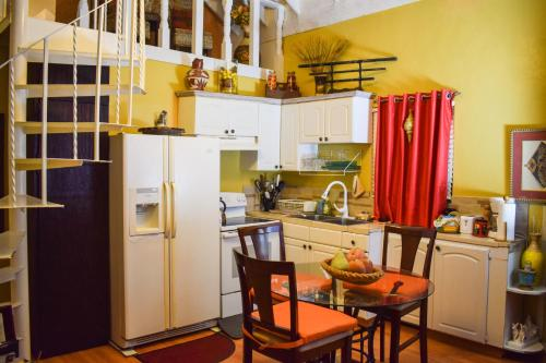 A kitchen or kitchenette at Bahamian Touch Rentals