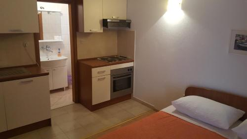 A kitchen or kitchenette at Apartments Vlasic