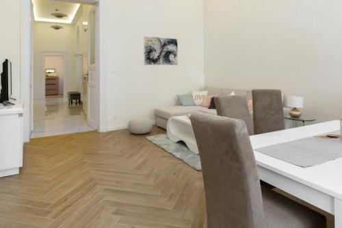 Ein Sitzbereich in der Unterkunft Jenny luxury two bedrooms apartment.