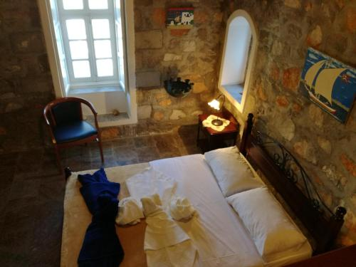 A bed or beds in a room at Villa Mandraki