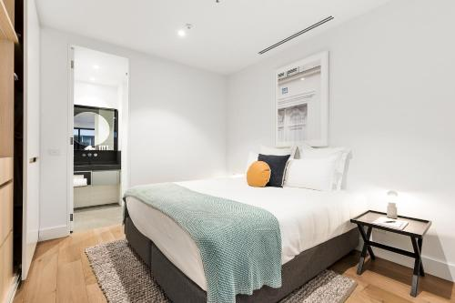 A bed or beds in a room at Tyrian Albert Park Lake