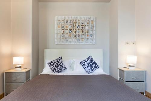 A bed or beds in a room at Habitat's Rufina Apartment