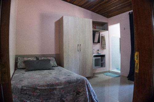A bed or beds in a room at Recante Ipê da Serra