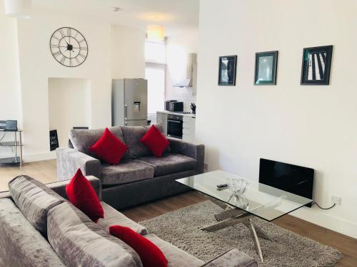 A seating area at Spacious & Modern 2 Bed Apartment at Knightsbridge London