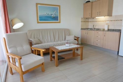 Een zitgedeelte bij Apartamentos Ecuador