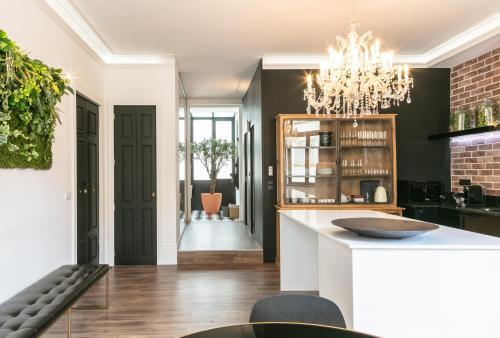 A kitchen or kitchenette at ALQUIMIA DOS ALIADOS - Gorgeous Palace Apartment