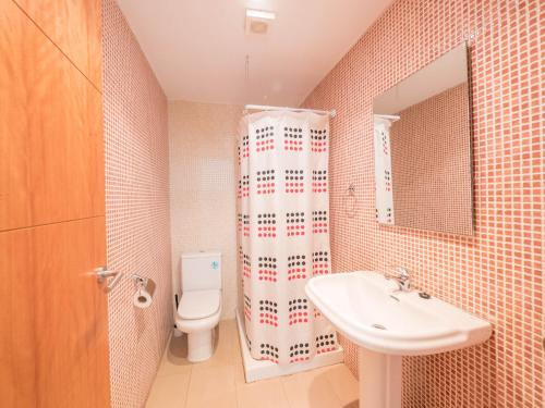 A bathroom at Apartamentos AR Family Espronceda