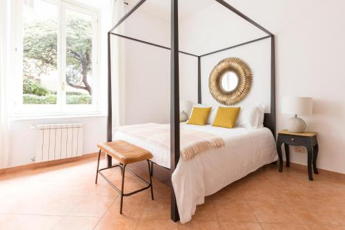 A bed or beds in a room at Sonder — San Pietro Vaticano