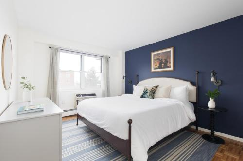 A bed or beds in a room at Sonder — JFK Historic Site