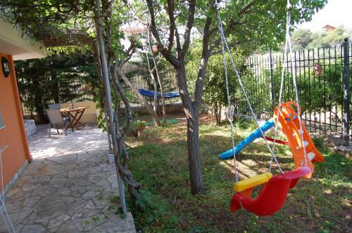 Plac zabaw dla dzieci w obiekcie Marianna Holiday Home