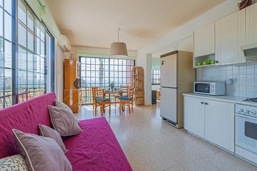 Area soggiorno di Color Cyprus Dhekelia Apartments