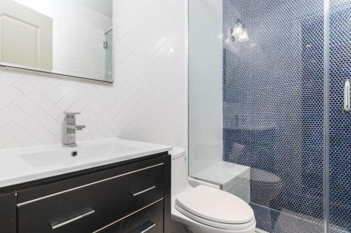 A bathroom at Midtown West 2 Bedroom Apartment