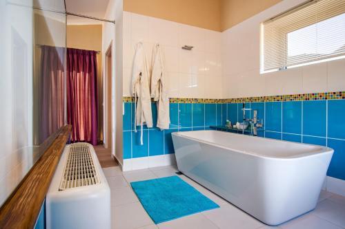 A bathroom at Kastraki Epavlis