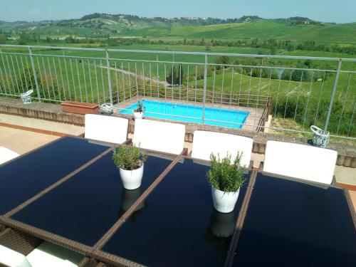 A view of the pool at Villa I Sorbi or nearby