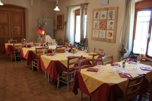 A restaurant or other place to eat at Albergo Diffuso Faller