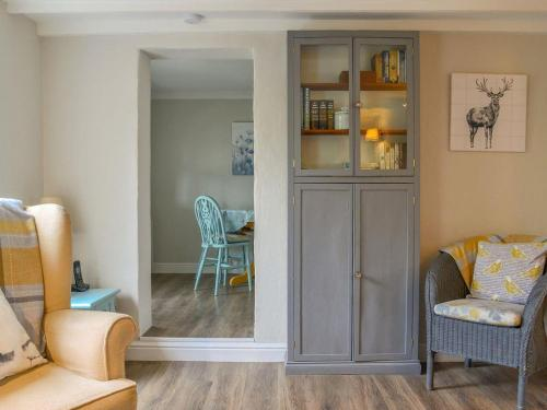 A seating area at Lockside Cottage