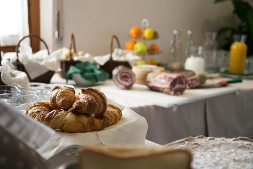 Breakfast options available to guests at Locanda Ulivi