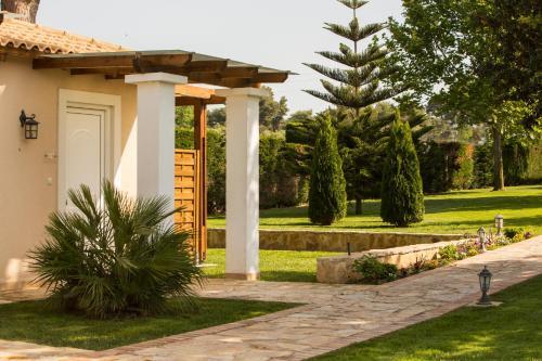 Κήπος έξω από το Fragos Garden Studios
