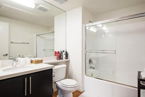 Ein Badezimmer in der Unterkunft Modern Studio in Santa Monica