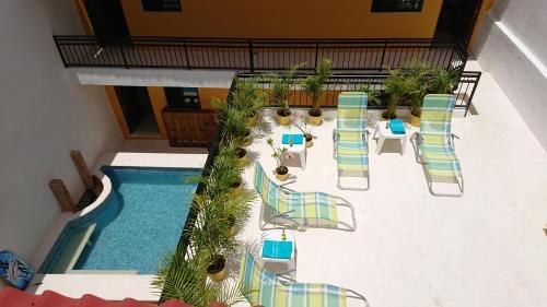 נוף של הבריכה ב-Maya Inn או בסביבה