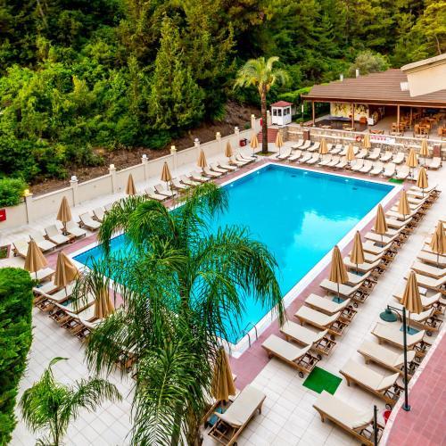 Вид на бассейн в Julian Forest Suites или окрестностях