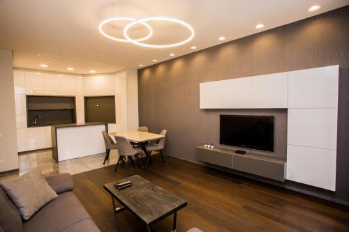 تلفاز و/أو أجهزة ترفيهية في North Avenue Modern Apartments