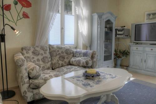 Ein Sitzbereich in der Unterkunft Ferienwohnung 07 Agnes - 20m zum Strand
