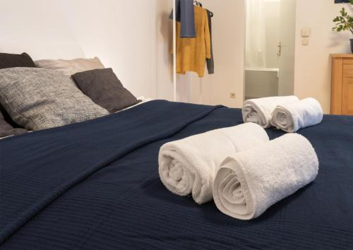 Un pat sau paturi într-o cameră la Viennese Prater Residence