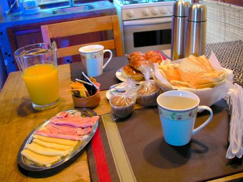 Breakfast options available to guests at Altos Medanos Cabañas & Club de Bosque