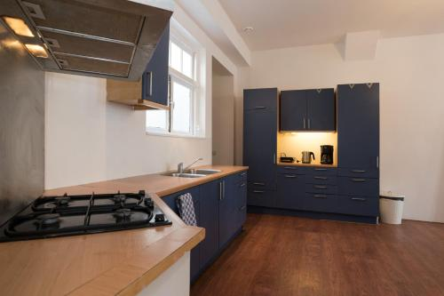 A kitchen or kitchenette at New Rijn Apartment
