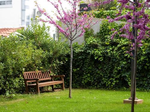 Jardín al aire libre en SG Costa Barcelona Apartments