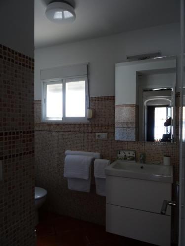 A bathroom at Apartamentos La Loba