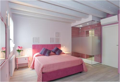 A bed or beds in a room at Tiffany Home